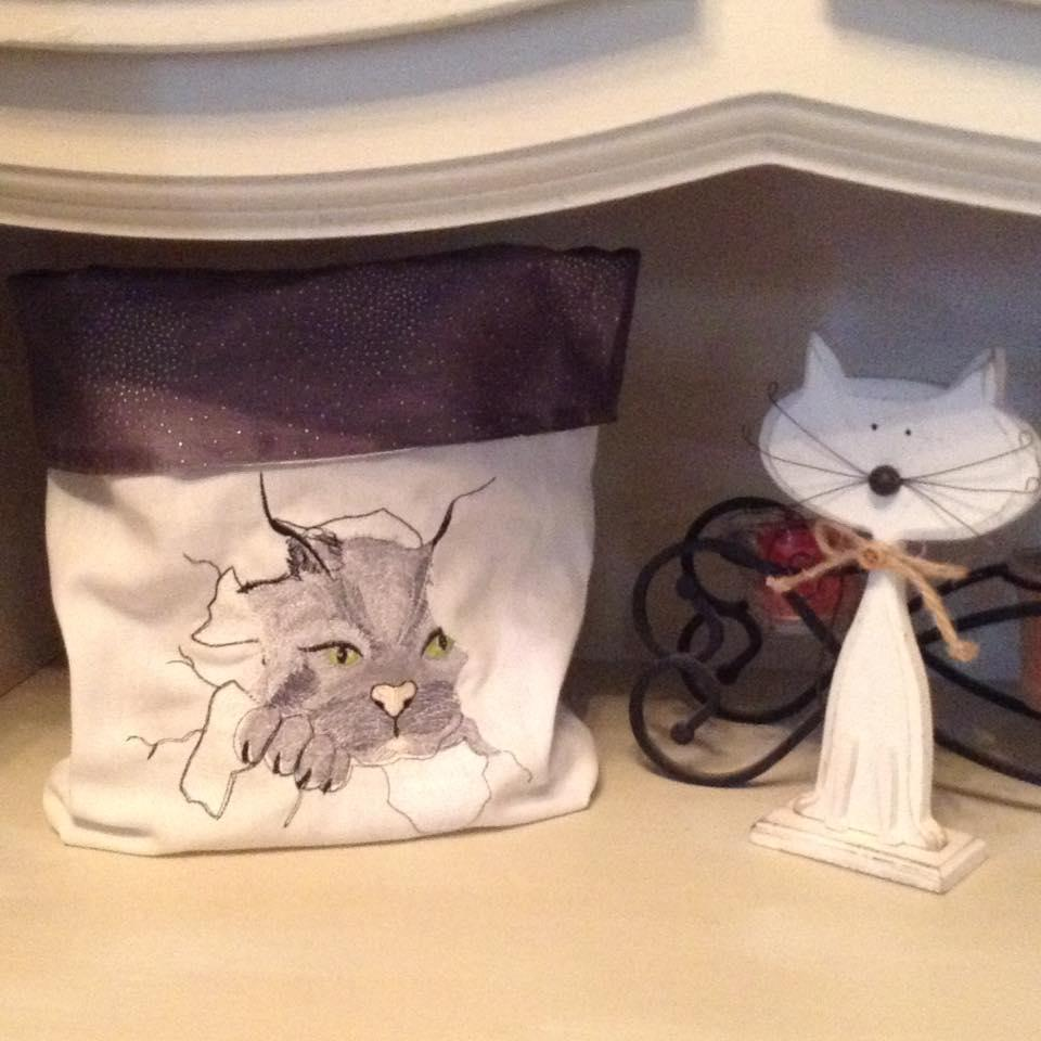 Tote bag with angry cat embroidery free design