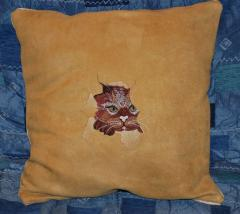Cushion with angry cat free embroidery design