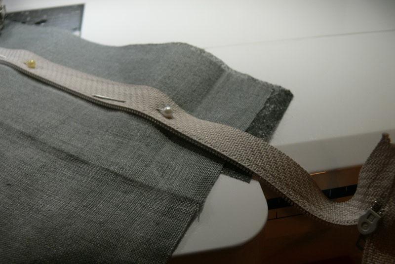 decorative-pillow-sewing-on-zipper-step1.jpg