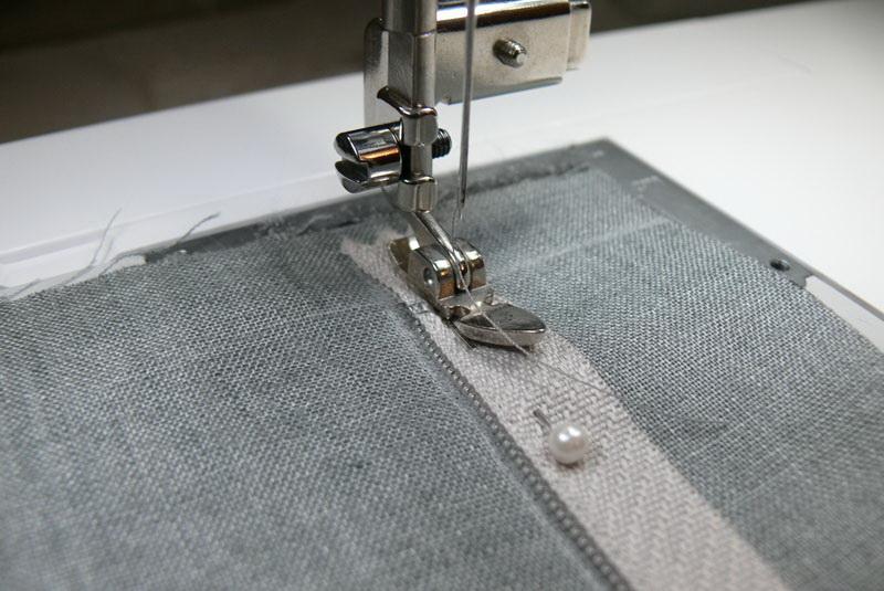 decorative-pillow-sewing-on-zipper-step2.jpg