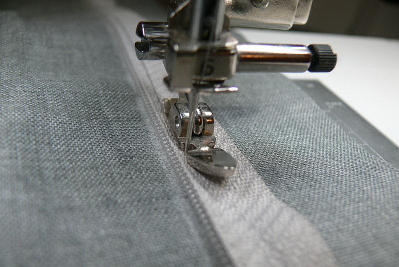 decorative-pillow-sewing-on-zipper-step3.jpg