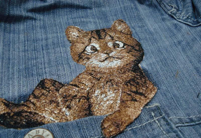 kitteh-embroidery-right-side.jpg