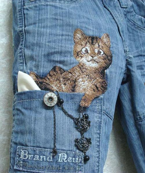 kitteh-with-paw-embroidery-ready.jpg