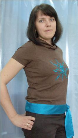 Brown t-shirt with blue embroidery