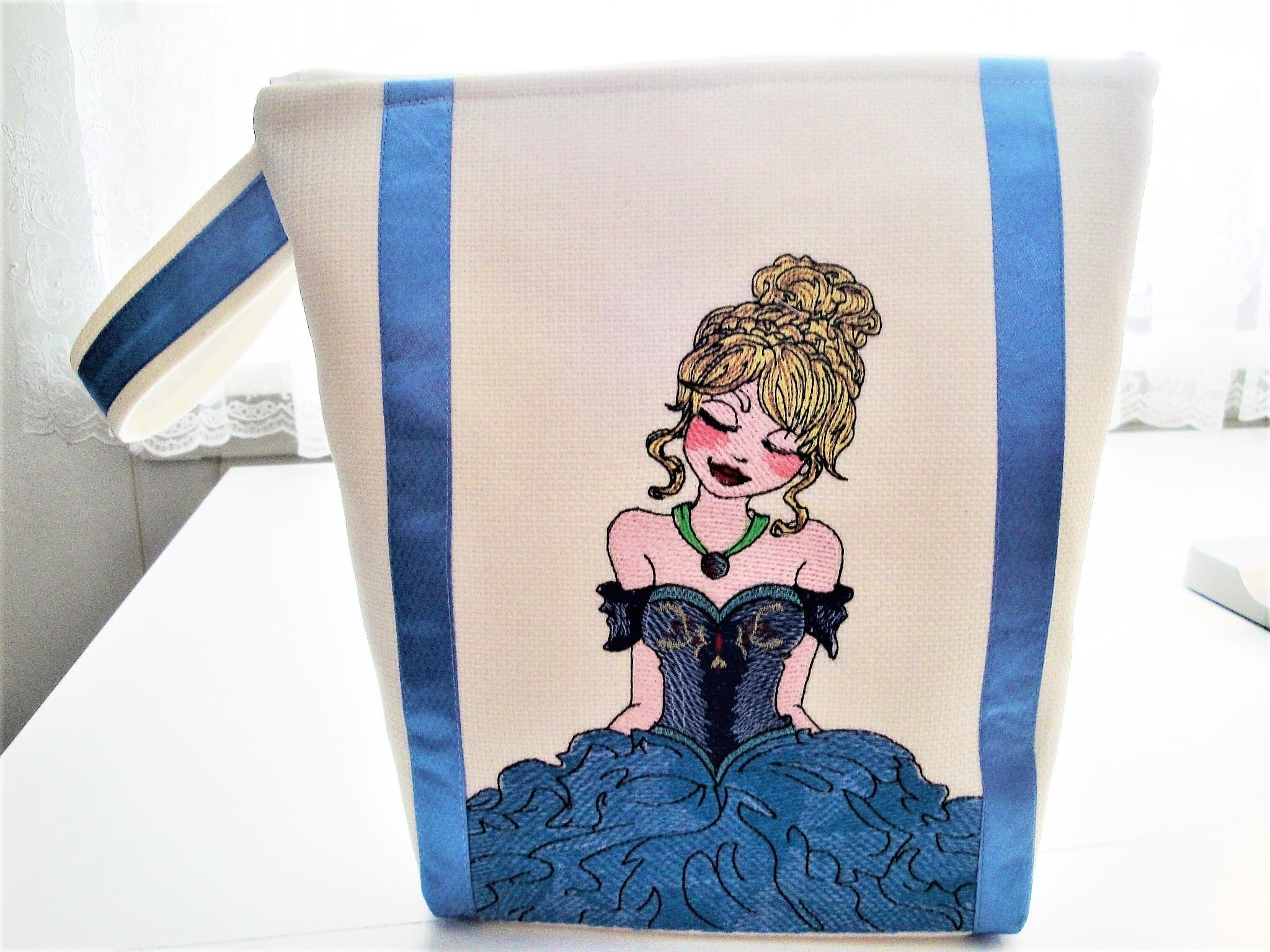 Embroidered bag with Princess design