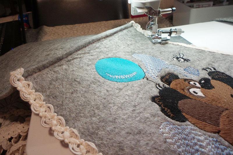 sewing-felt-bag-with-trim.jpg