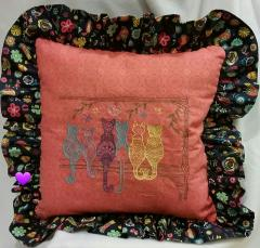 Embroidered cushion with Cats' backs free design