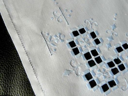 linen-napkin-with-openwork.jpg
