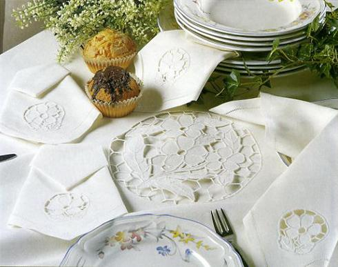 Linen napkin with lace