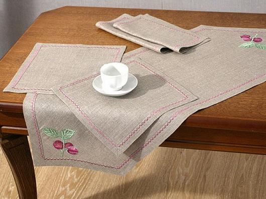 Linen table napkins with fruit