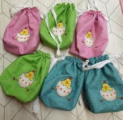 Embroidered bags with Easter chickens design
