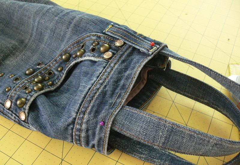 Denim bag with pinned strap