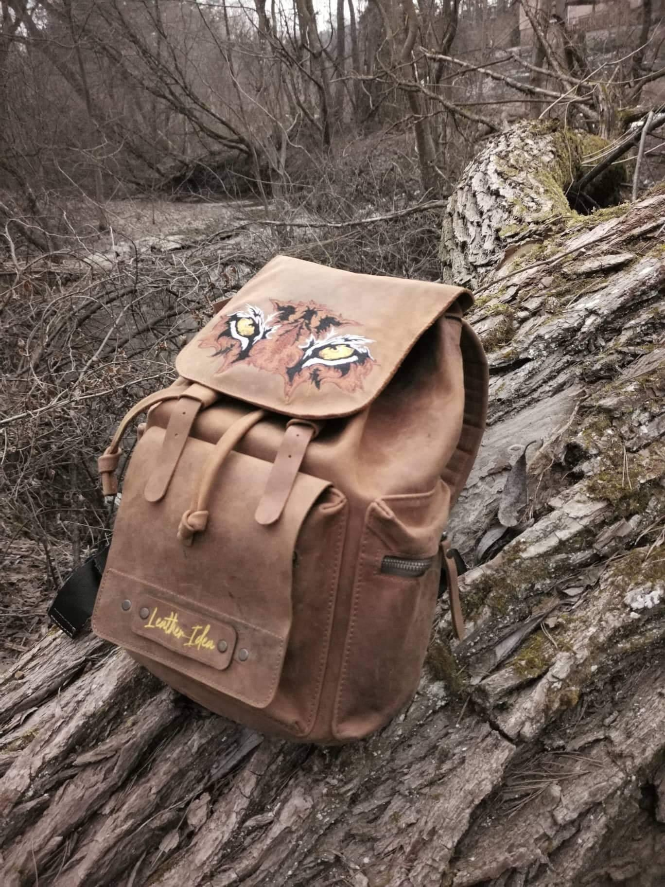 Embroidered backpack with Tiger eyes design
