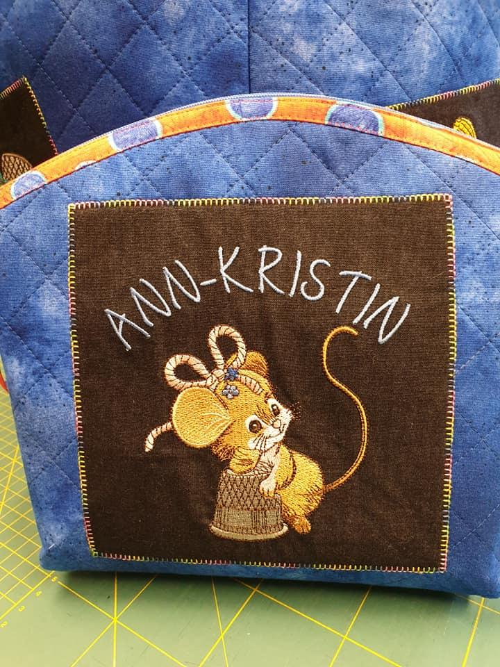 Embroidered cosmetics bag with Sewing mouse design