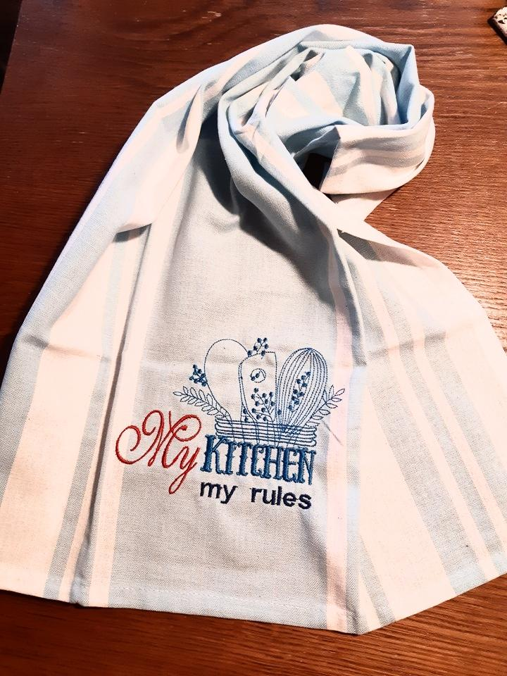 Embroidered towel with My kitchen my rules design