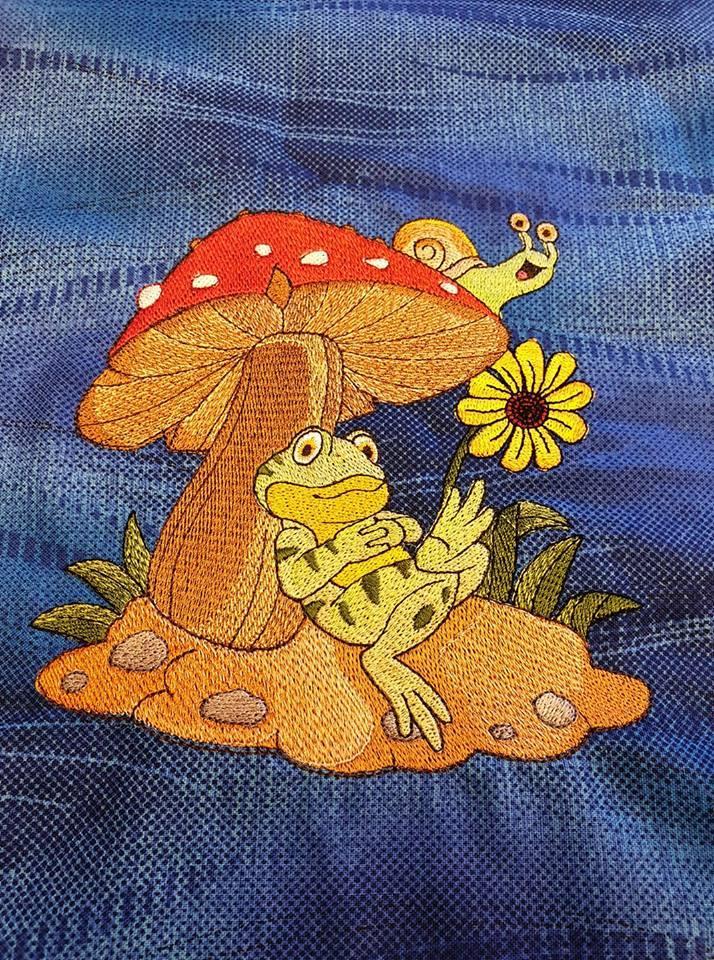 Frog under mushroom design