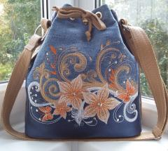 Embroidered bag with Flowers design