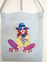 Embroidered bag with Young photographer design