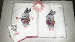 Embroidered set with Bunny ballerina design