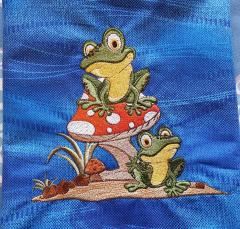 Two frogs design