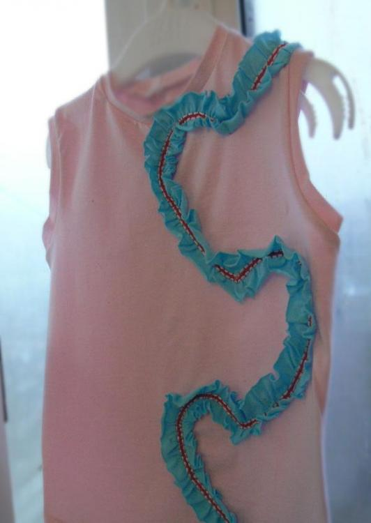 Pink tank top with blue gathered strip decoration