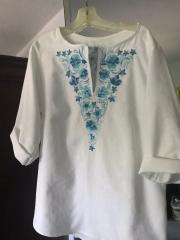 Embroidered woman's blouse with floral design