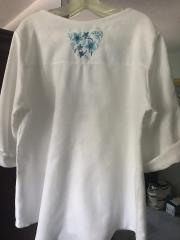 Embroidered woman's blouse with Flower design