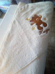 Embroidered blanket with Teddy bear design