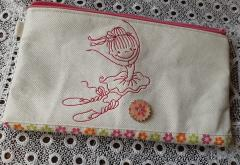 Embroidered handbag with Ballerina free design