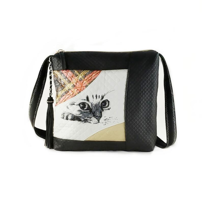 Bag with Curious cat design