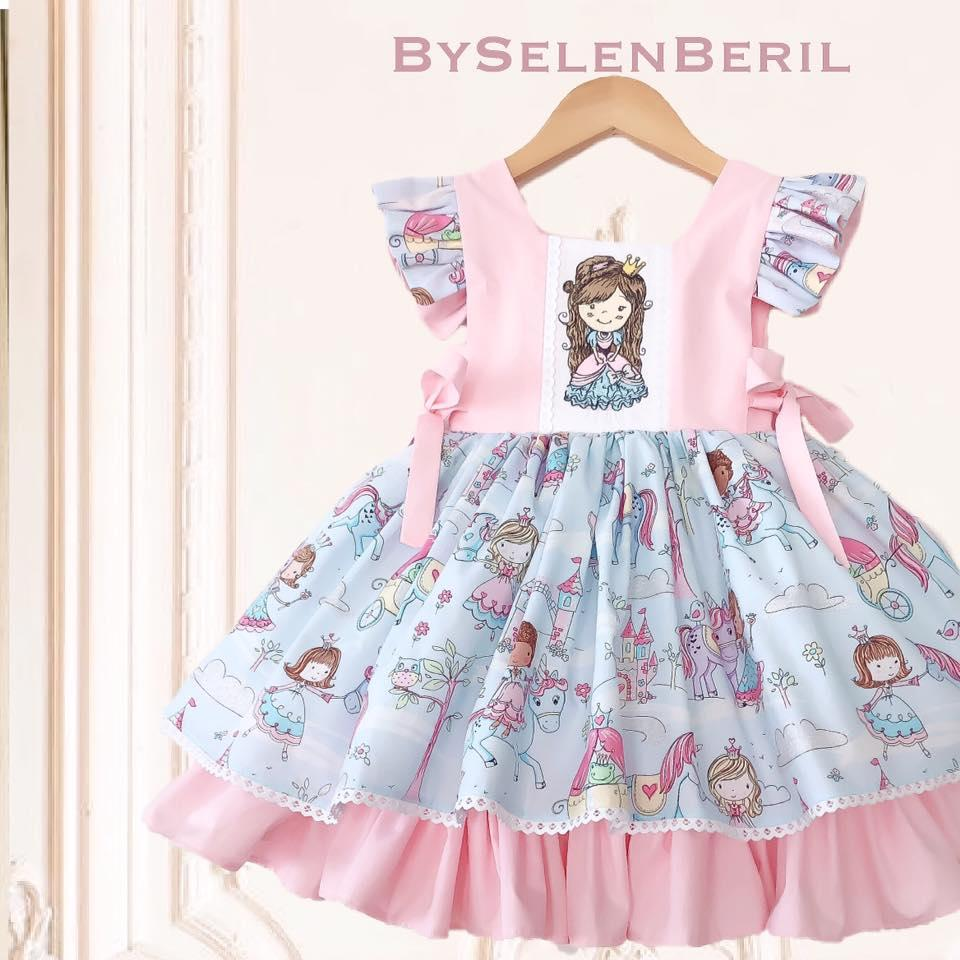 Embroidered dress with Princess design