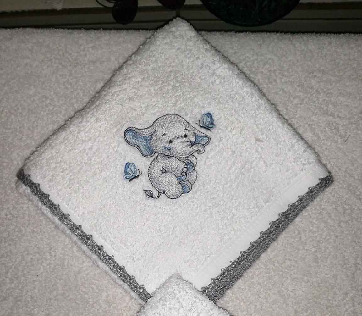 Embroidered napkin with Funny elephant design