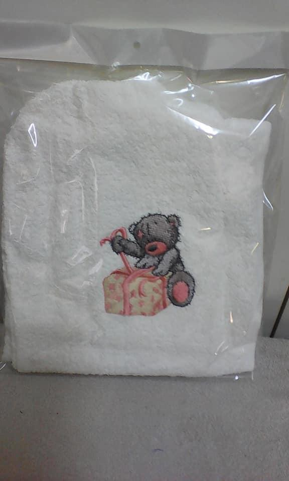 Embroidered towel with Teddy bear and gift design