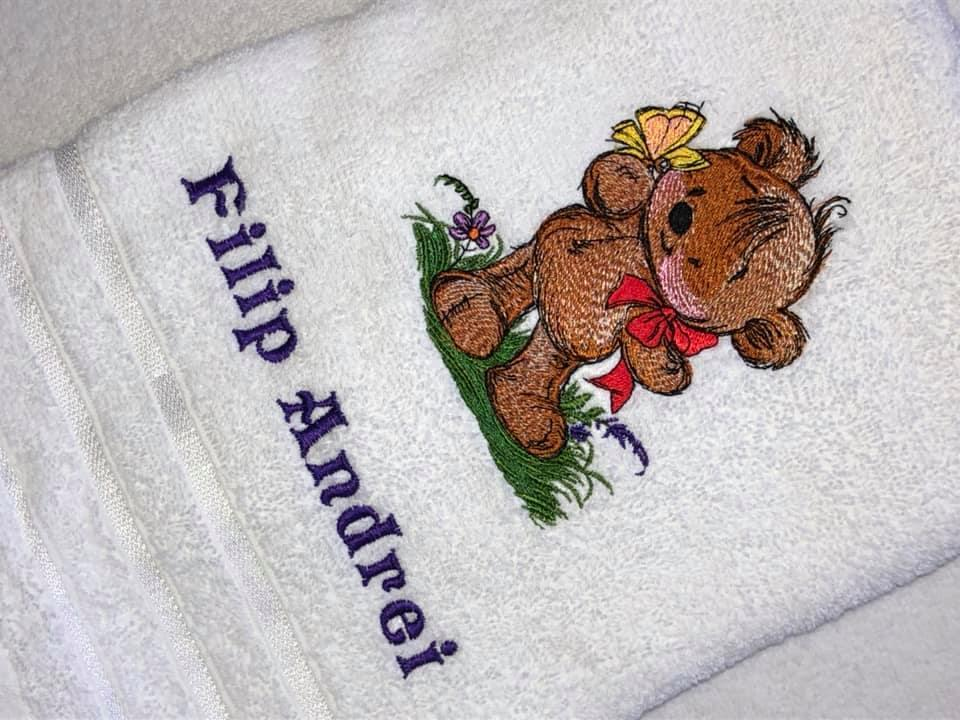 Embroidered towel with Teddy bear and butterfly design