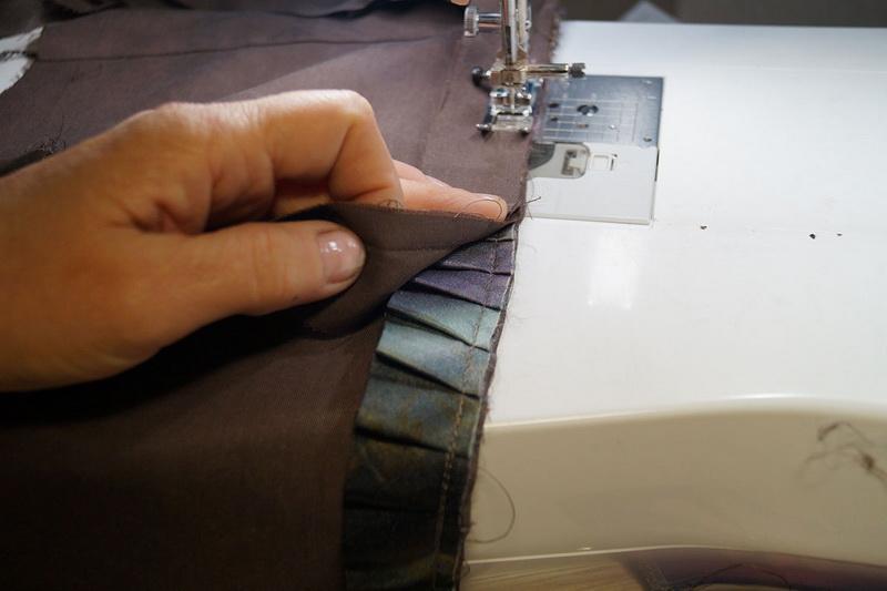 Stitching facing and ruffled satin ribbon