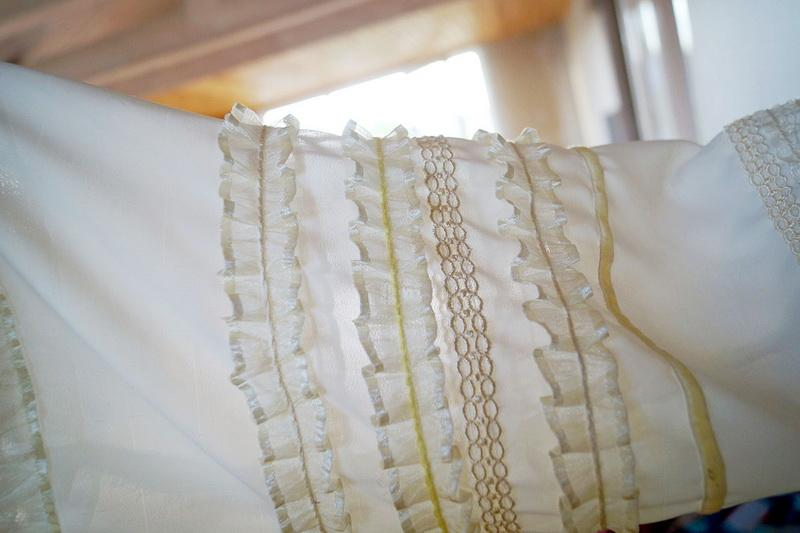 A ready sleeve decorated with ruffled ribbons