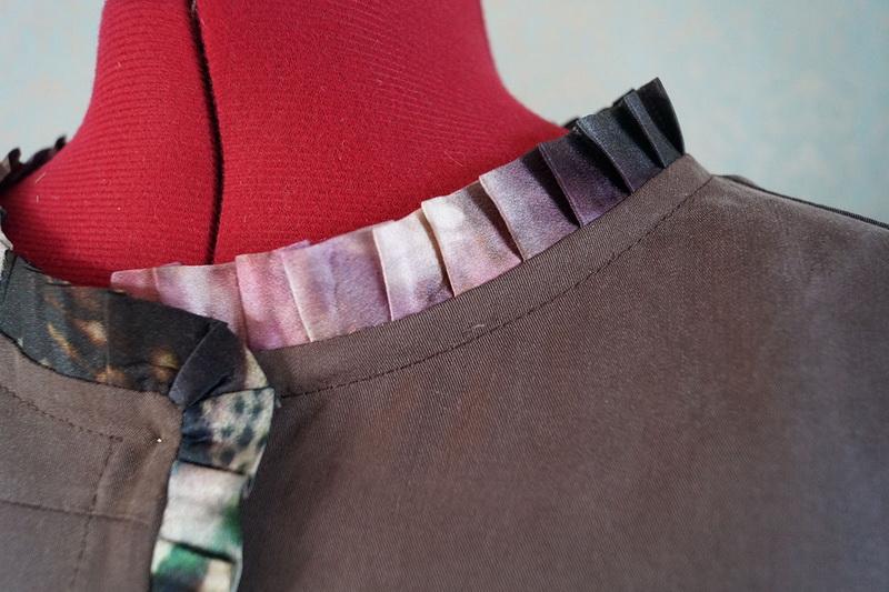 Jacket neckhole with ruffled ribbon