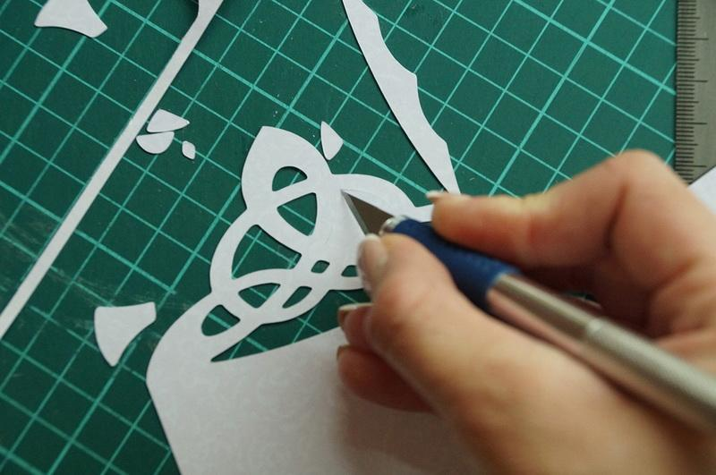 Cutting with design knife