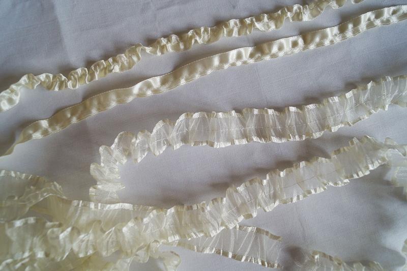 Various white ruffled ribbons