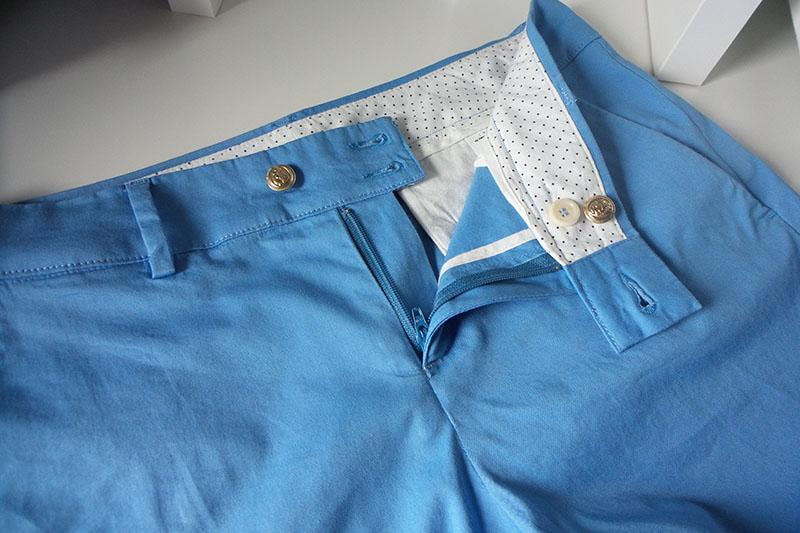 Blue shorts with waistband and buttons