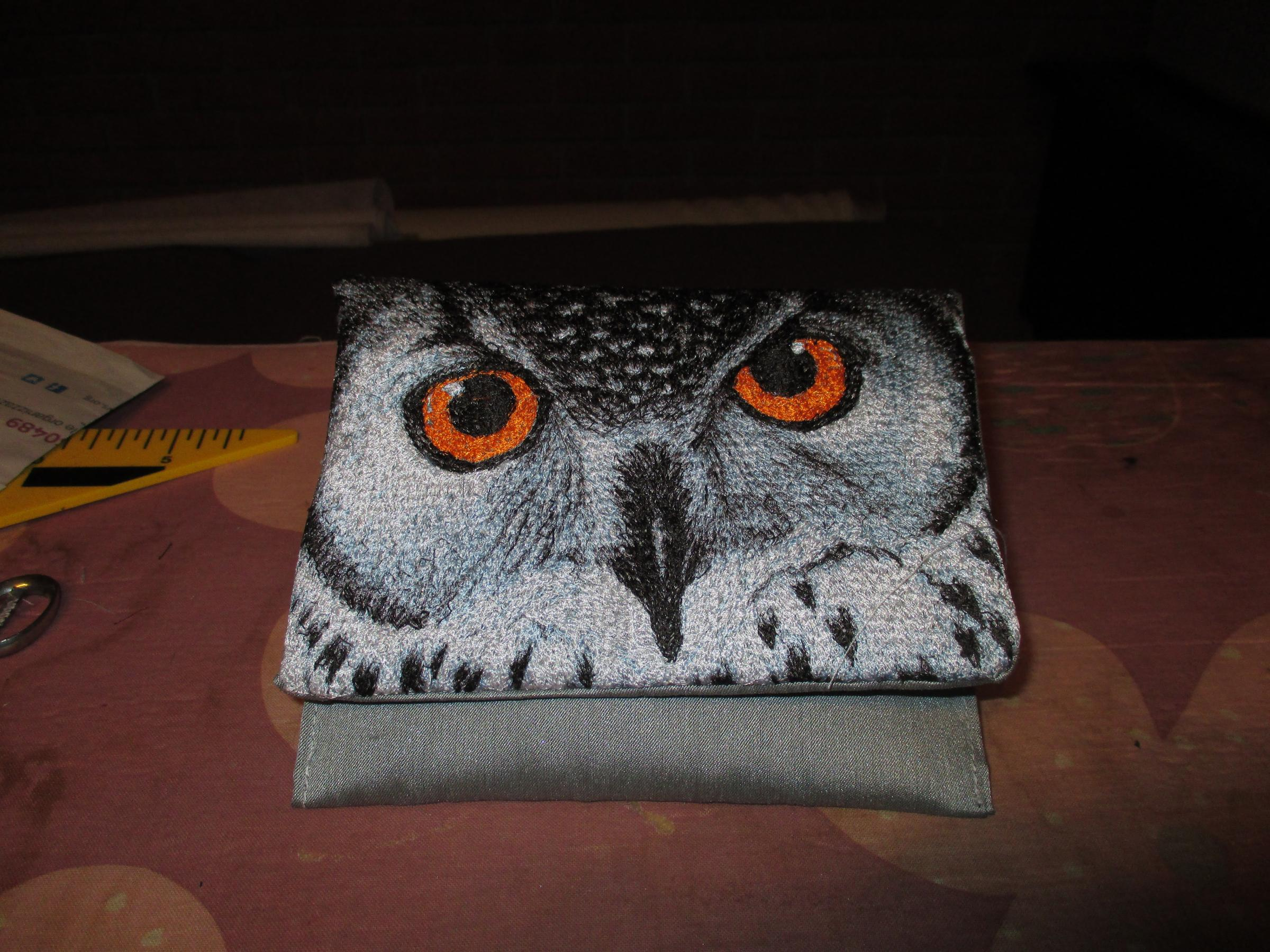Embroidered little bag with Owl portrait design