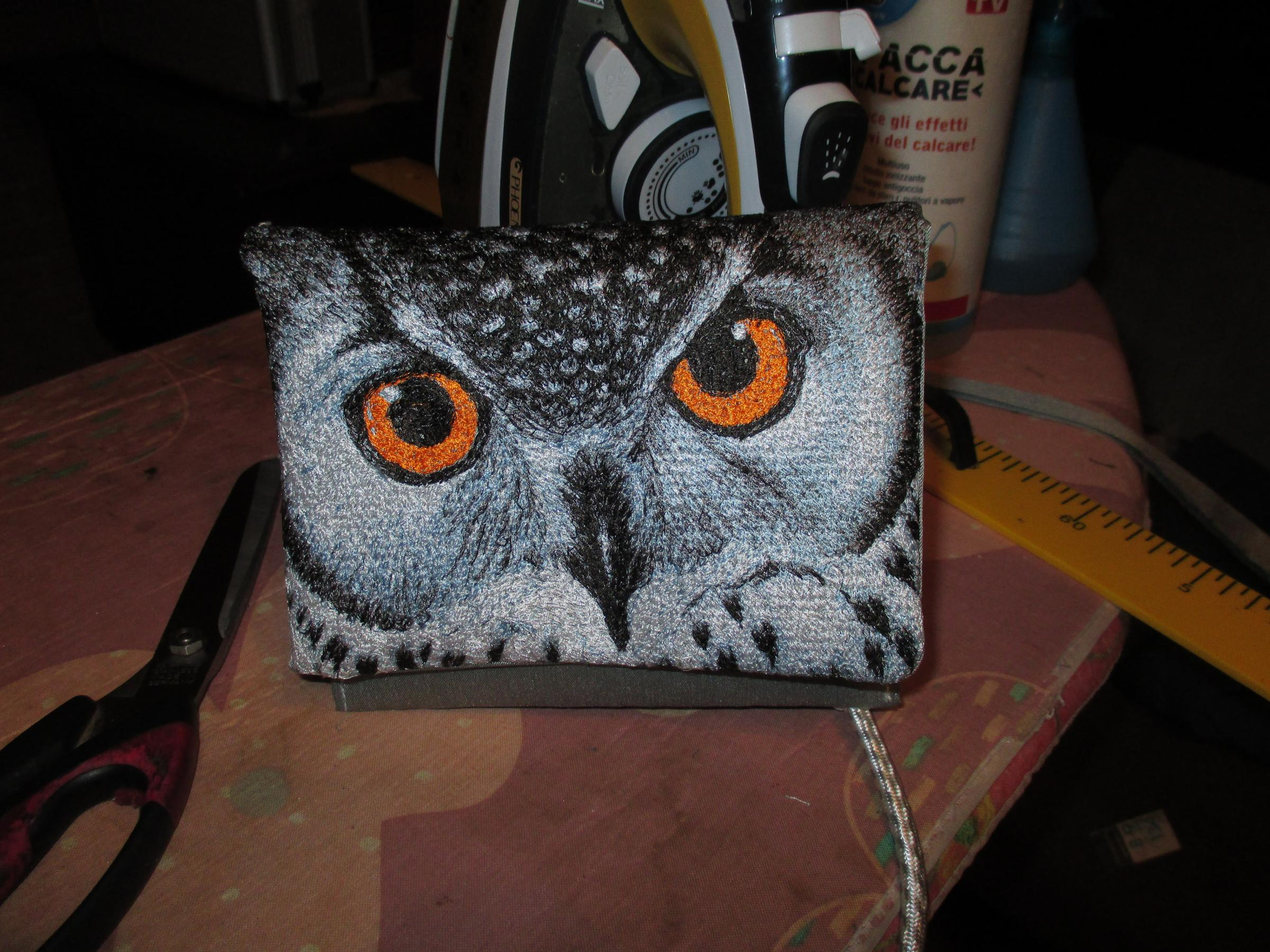 Embroidered bag with Owl portrait design