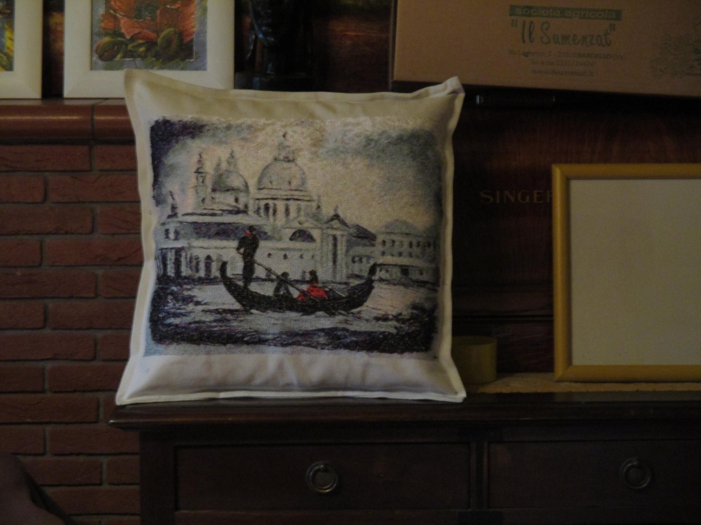 Embroidered cushion with Venezia photo stitch free embroidery design