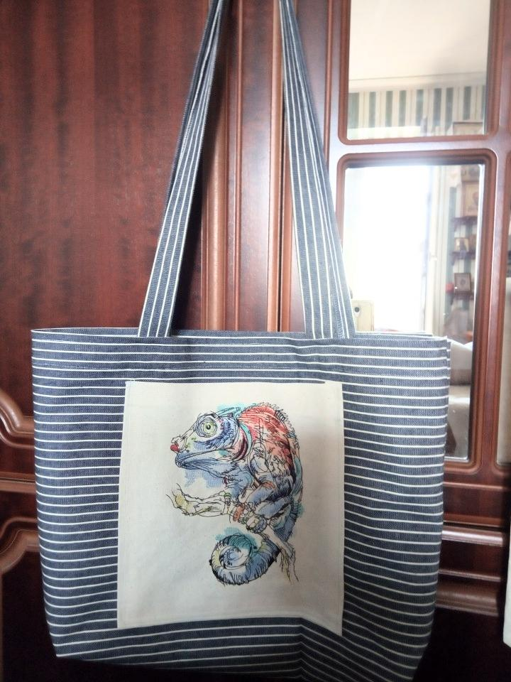 Embroidered bag with Lizard design