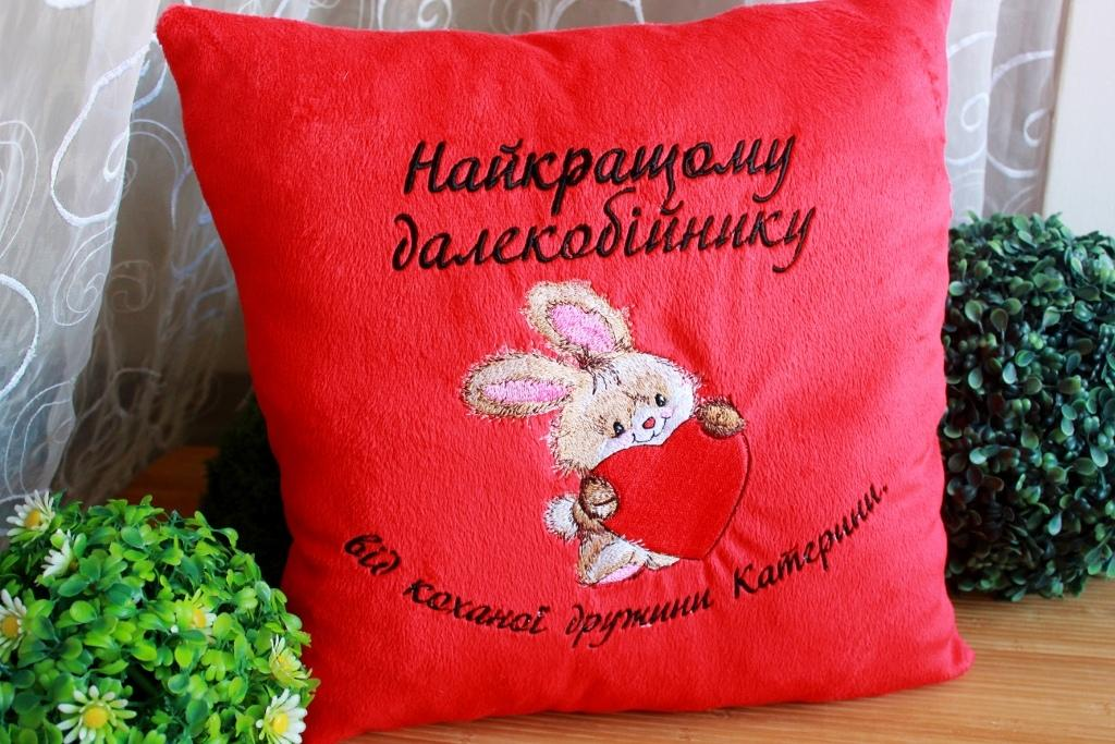 Embroidered cushion with Bunny with heart design