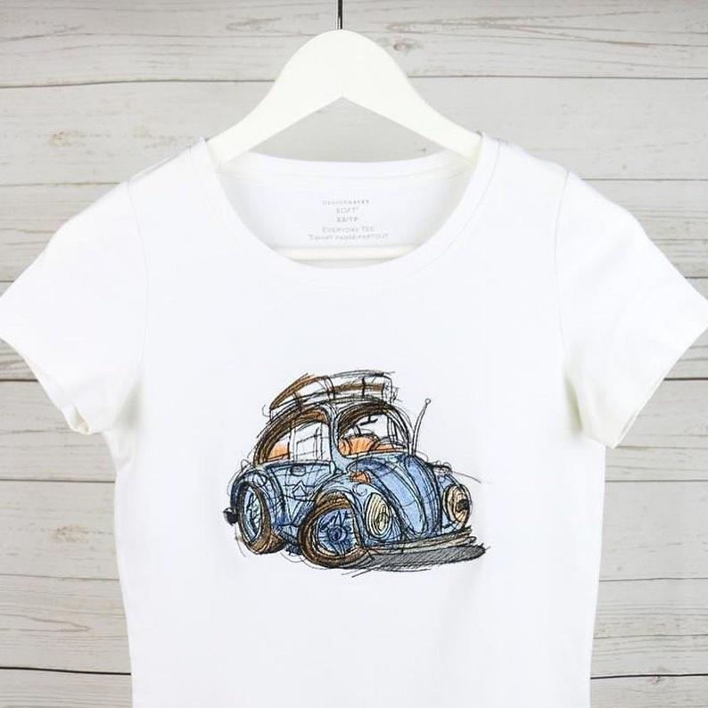 Embroidered t-shirt with Funny car design