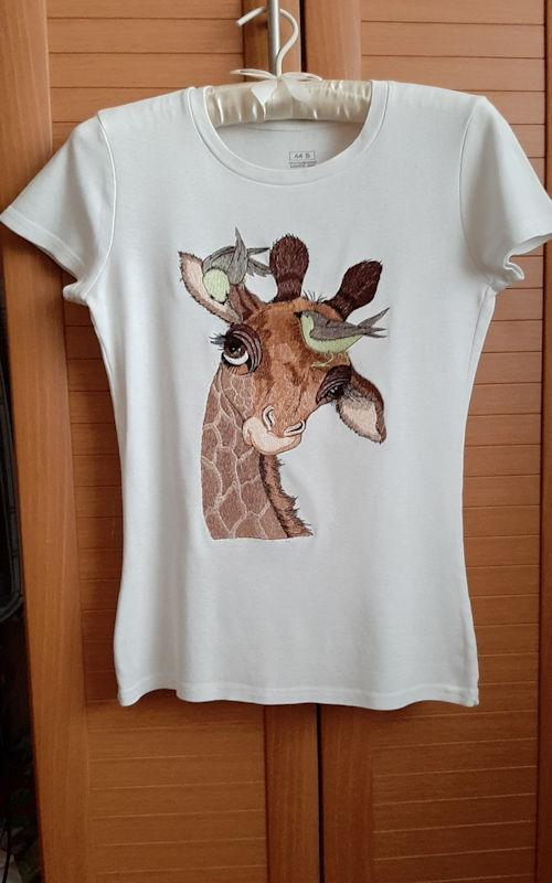 Embroidered t-shirt with Giraffe design