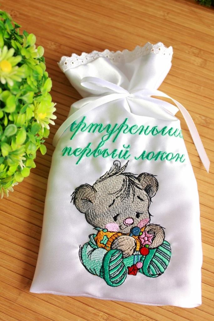 Embroidered texile bag with Little bear design