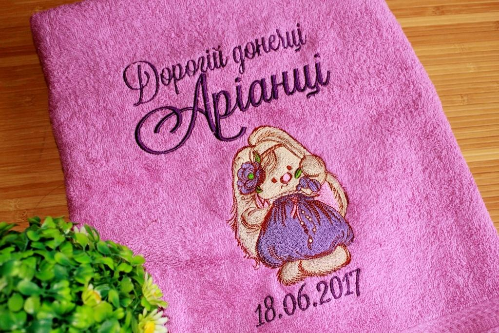 Embroidered towel with Bunny girl design