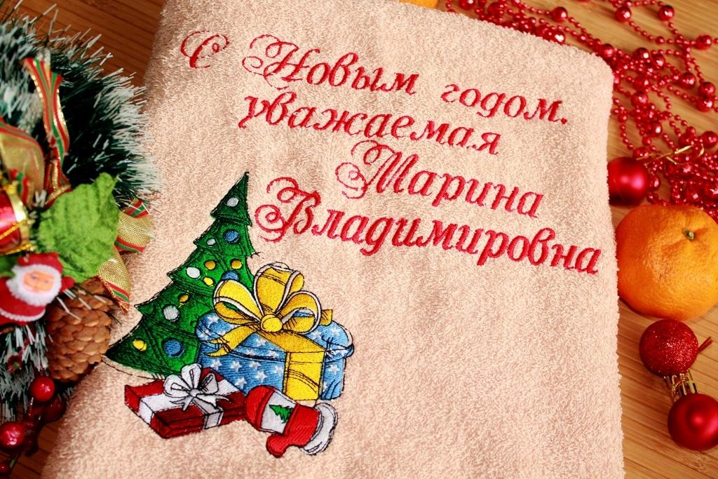 Embroidered towel with Christmas tree design